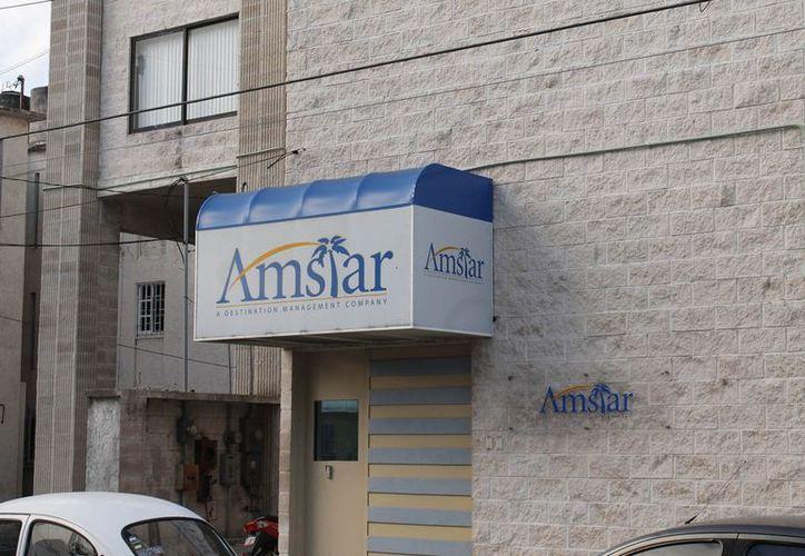 Gerente internacional de ventas de Grupo Amstar recibió el título. (Jesús Tijerina/SIPSE)