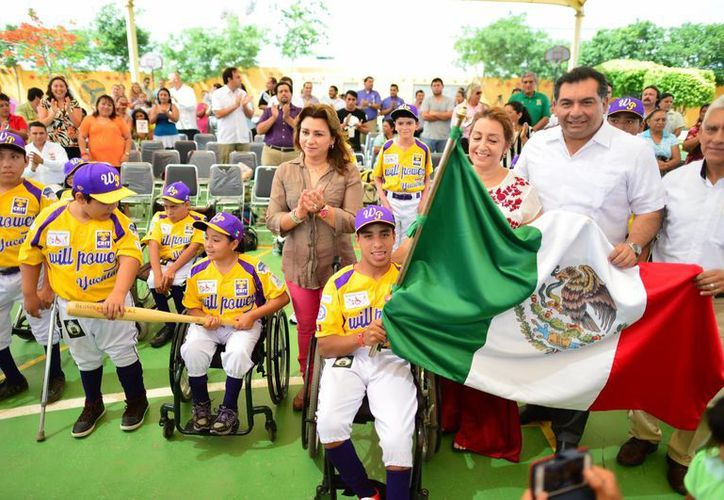"""Integrantes del equipo de beisbol adaptado """"Will Power-CRIT Yucatán"""", que competirá en EU en unos días. (Luis Pérez/Milenio Novedades)"""