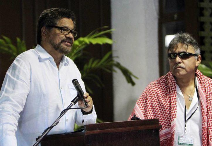 El segundo jefe de las Fuerzas Armadas Revolucionarias de Colombia (FARC) Iván Márquez dijo desde La Habana que en los diálogos con el Gobierno no se ha tocado el tema de entrega de armas. EFE
