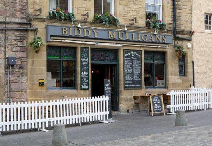 Quien trabaje como degustador en el Biddy Mulligan's debe beber al menos dos tragos de cada whisky. (dailyrecord.co.uk/Archivo)