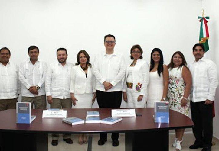 El magistrado Felipe de la Mata (al centro) durante la presentación del libro 'El procedimiento especial sancionador en la justicia electoral'. (Milenio Novedades)