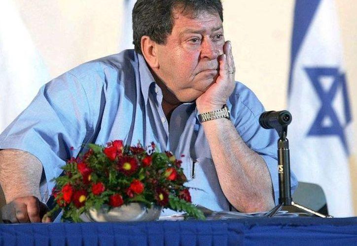 Binyamin Ben-Eliezer asegura que retira su candidatura 'con el corazón apesumbrado'. (ivarfjeld.com)