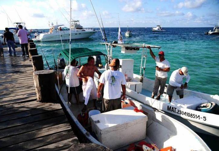Se espera que al menos 270 personas se inscriban al el IV Torneo de Pesca, Playa Telchac 2014. (Milenio Novedades)