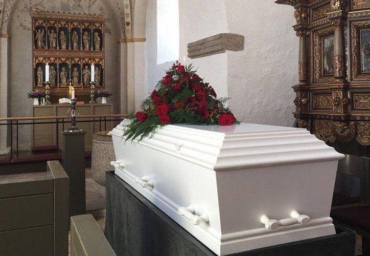 El bebé fue enterrado en el mismo ataúd que su madre. (Contexto)