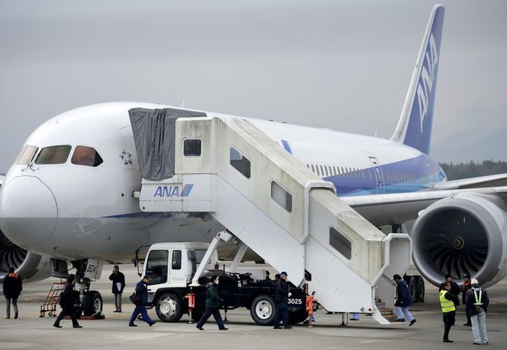 Varias aerolíneas han suspendido los vuelos del Boeing 787 por fallas en el avión. (Agencias)
