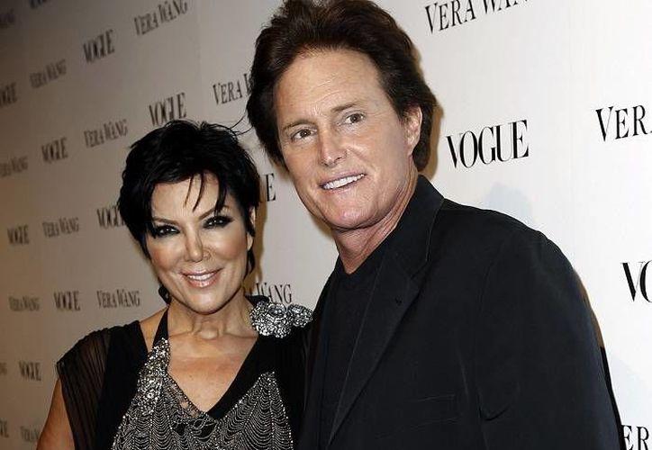 La sentencia de divorcio obliga a Kris Jenner a pagar 2.5 mdd a Bruce. Aquí aparecen en foto de 2010. (Foto: AP)