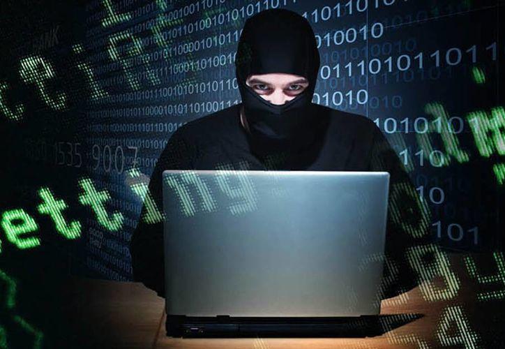 Algunas responsabilidades del encargado en seguridad informática para evitar o reducir los ataques informáticos son dar mantenimiento periódico a los sistemas y tenerlos actualizados. (Agencias)