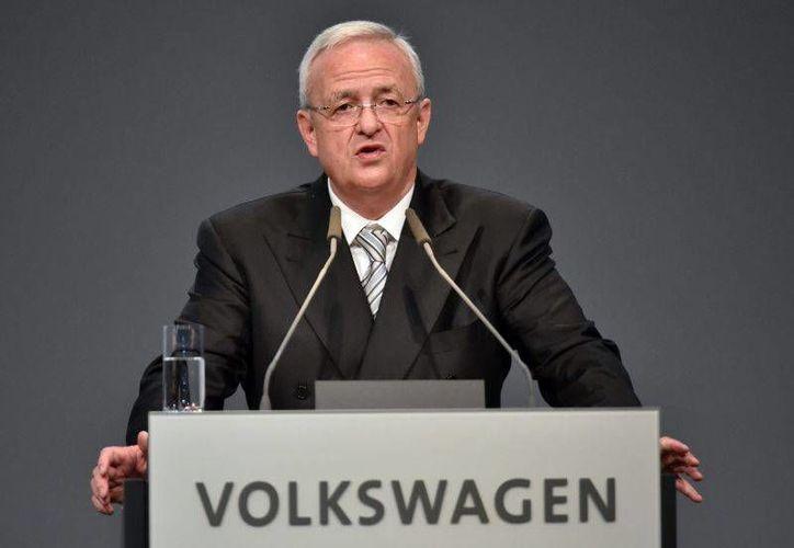 El director general de Volkswagen, Martin Winkerton, ofreció disculpas a los consumidores luego de que se comprobará que la automotriz utilizó un software para aprobar exámenes de emisiones de Estados Unidos. (Archivo Associated Press)