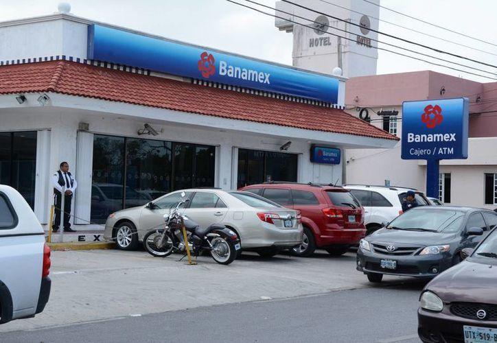 Los bancos abrirán sus puertas el sábado. (Victoria González/SIPSE)