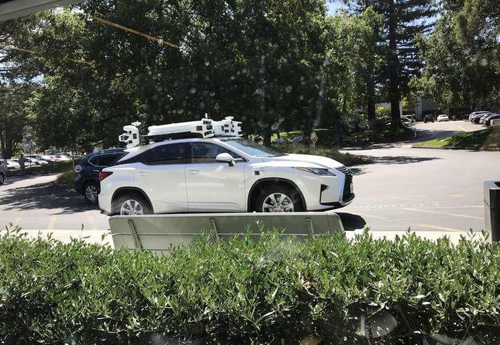 Apple parece centrarse en la tecnología de autopropulsión que moviliza a un auto de forma eléctrica y de conducción autónoma. (Twitter)