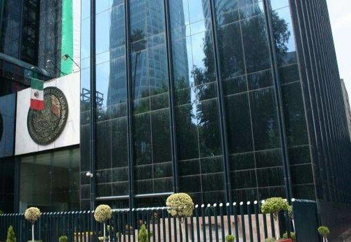 Imagen del edificio de la Procuradoría General de la República, en Ciudad de México. Dicha institución informó que entre abril y noviembre de 2015 se ejerció acción penal contra 321 funcionarios públicos. (Archivo formato7.com)