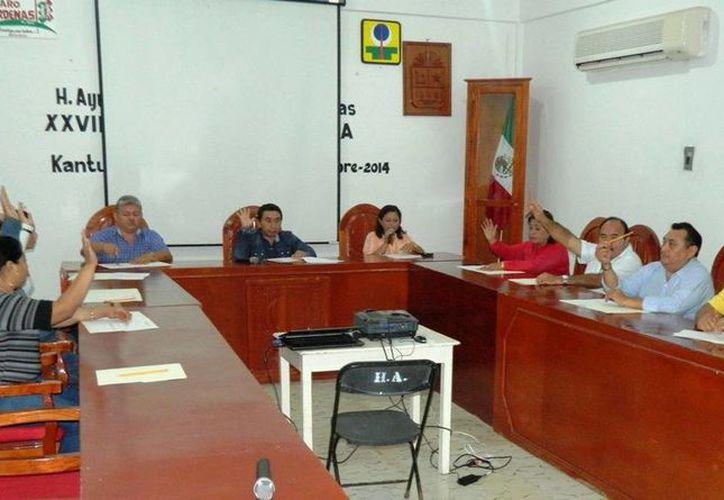 Realizan vigésima séptima sesión extraordinaria de Cabildo. (Raúl Balam/SIPSE)