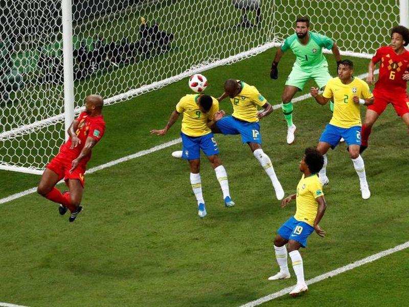 Momento exacto del desafortunado impacto (Foto: Twitter @La Afición)
