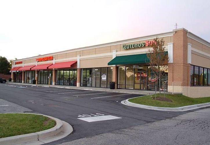 Un strip centre (foto) es un centro comercial más pequeño que una plaza. (thegoodpeople.se/Contexto)