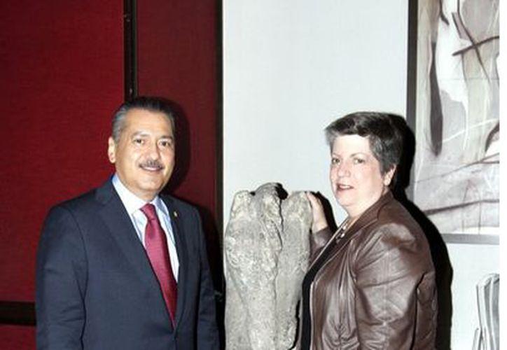 Manlio Fabio Beltrones y  la secretaria de Seguridad Interna estadunidense, Janet Napolitano. (Reforma)