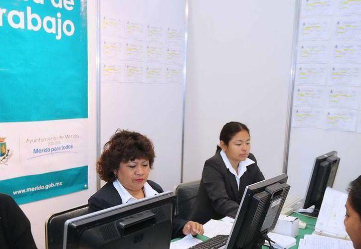 La nueva aplicación para teléfono celular que lanzó el Ayuntamiento de Mérida evitará que las personas tengan que acudir, al menos en el primero paso del proceso de búsqueda de empleo, a las oficinas de la Bolsa de Trabajo. (Cortesía)