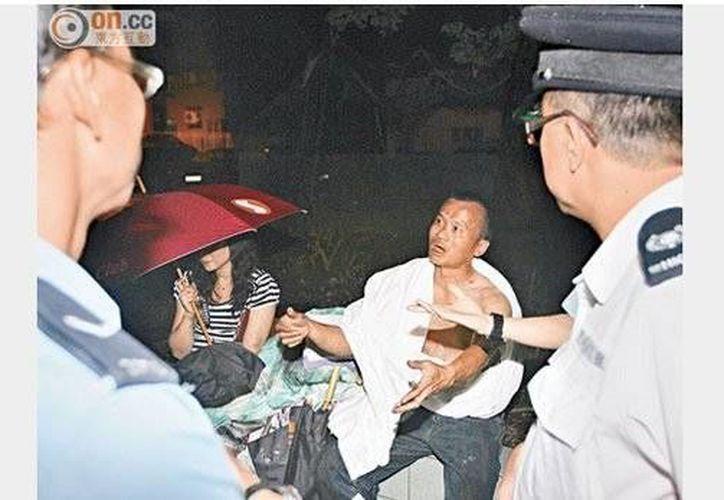 Du y su esposa pudieron escapar ilesos del incendio. (xianguo.com)