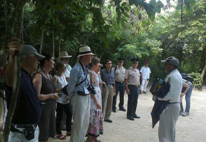 Los militares extranjeros arribaron junto con sus familiares. (Eric Galindo/SIPSE)