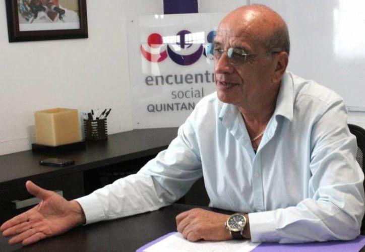 Rogelio Márquez Valdivia fue entrevistado por una estación de radio local. (Cortesía)