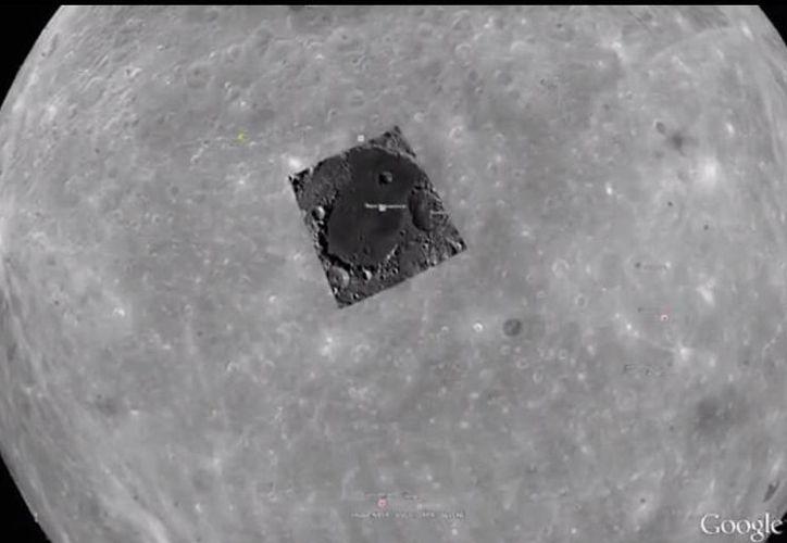 Los ufólogos ya le han dado vuelo a la imaginación: dicen que el objeto que un usuario de Google Moon detectó en la Luna puede ser una base extraterrestre. (Captura de pantalla)
