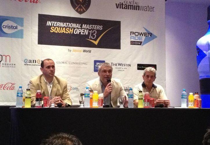 Organizadores del evento ofrecieron una rueda de prensa la tarde de ayer. (Ángel Mazariego/SIPSE)