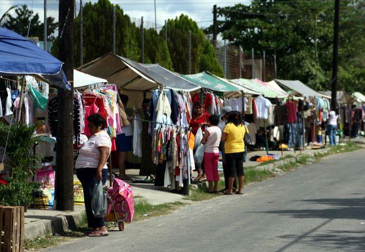 Ante la oleada de ambulantes en distintos puntos de Mérida, el Ayuntamiento tomará medidas más fuertes. (José Acosta)