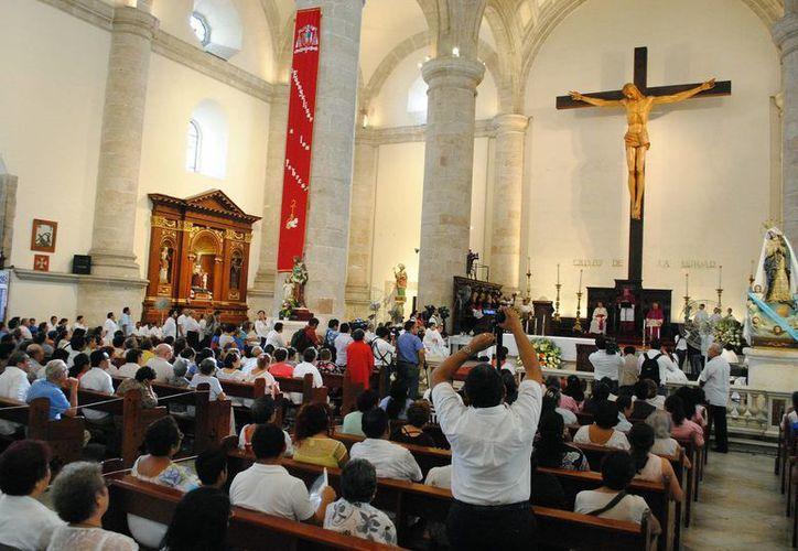 Imagen de la celebración de Corpus Christi en la Catedral. Ayer fue un día para pedir por la familia y por las necesidades personales. (Milenio Novedades)