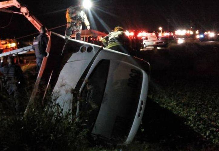 El camión transportaba cerca de 40 personas de las cuales siete murieron. (El Occidental)