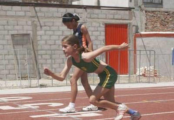 Unos 70 atletas yucatecos son lo que viajaron a Campeche. (Milenio Novedades)