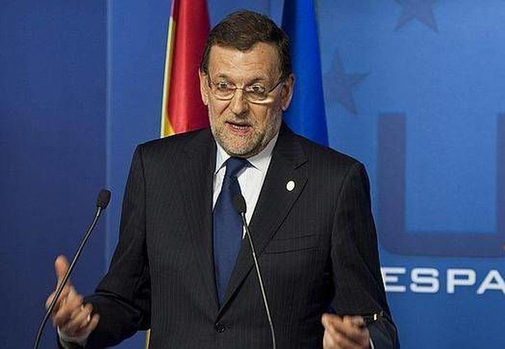 El presidente del gobierno español Mariano Rajoy está batallando por salir de esta segunda recesión. (Agencias)
