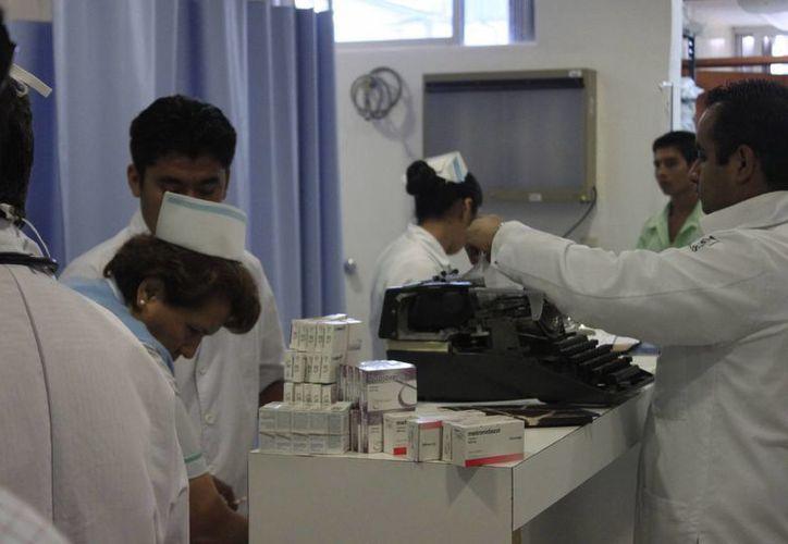 Ocho de los casos confirmados pertenecen a la Secretaría de Salud (Sesa) y dos más han sido detectados en el Instituto Mexicano del Seguro Social. (Harold Alcocer/SIPSE)