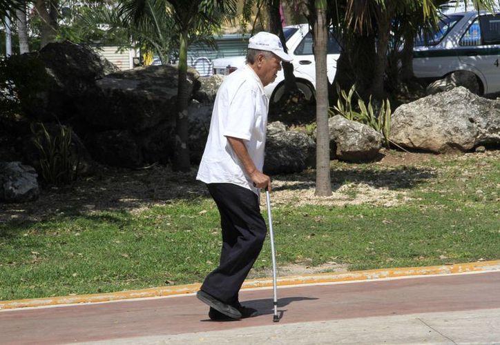 Adultos mayores son los principales blancos de las enfermedades reumáticas. (Tomás Álvarez/SIPSE)
