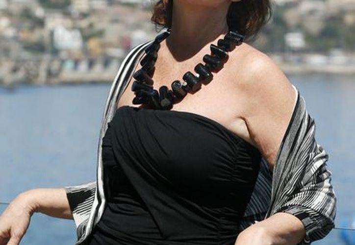 La cantante española Paloma San Basilio posa en Viña del Mar, donde fungirá como jurado. (EFE)