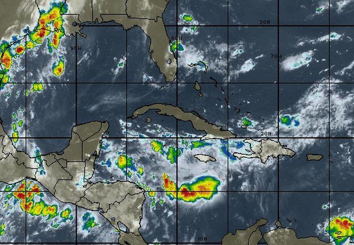 Mantienen vigilada a la Onda Tropical número 25. (Cortesía/SIPSE)