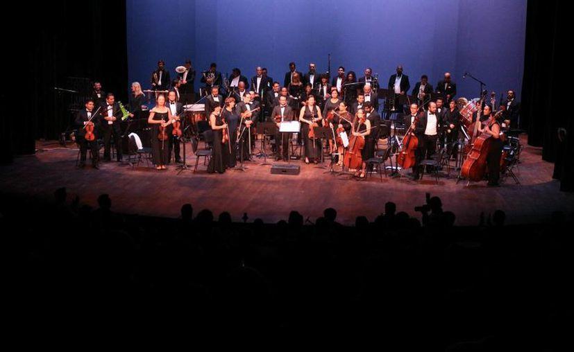 La Orquesta Sinfónica de Playa del Carmen inauguró el Teatro de la Ciudad de Playa del Carmen. (Adrián Barreto/SIPSE)