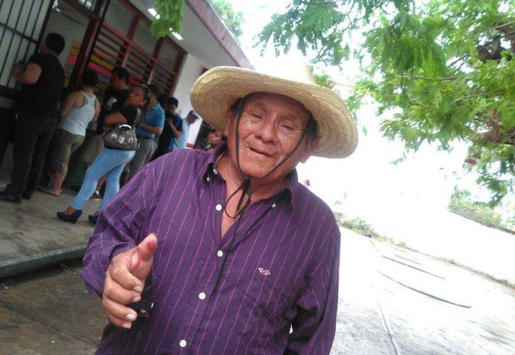 Sebastian Centeno Pech fue el primer votante  de la sección 843. (Redacción/SIPSE)