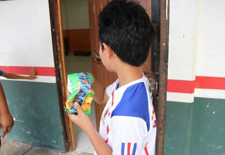 Los menores deben alimentarse adecuadamente. (Tomás Álvarez/SIPSE)