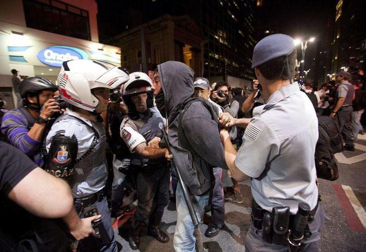 A pesar de las protestas han perdido fuerza, continúan siendo la principal preocupación del gobierno brasileño. (EFE)