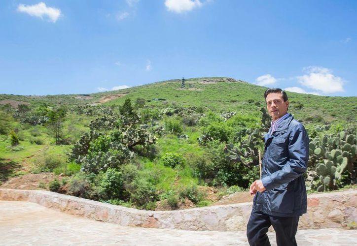 Peña Nieto entregó un ecoparque en el estado de Zacatecas y reconoció la labor del gobernador saliente de esa entidad,  Miguel Alonso Reyes. (Presidencia)