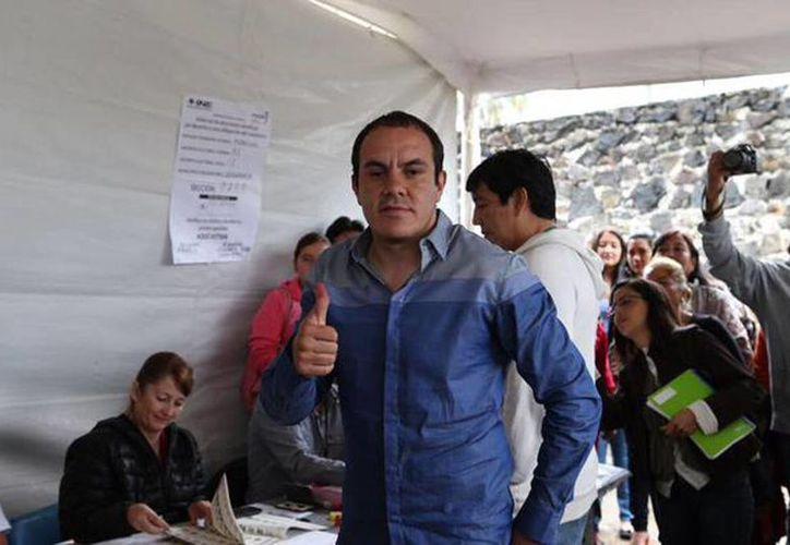 Cuauhtémoc Blanco al momento de depositar su voto en las pasadas elecciones. El Impepac dio ayer el veredicto y anunció la entrega de las constancias de mayoría al nuevo alcalde de Cuernavaca. (@CuauhtemocBPSD)