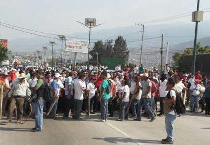 Después de pagar una fianza, los 71 detenidos por el bloqueo en la Autopista del Sol fueron liberados. (elfinanciero.com.mx)