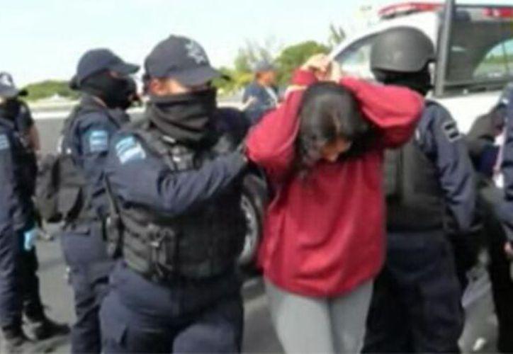 El grupo abordó un avión de la Policía Federal Preventiva (noticierostelevisa.esmas.com)