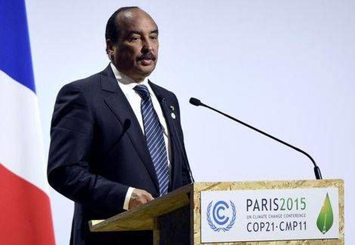 Aburrido porque prevalecía el empate en un partido de fútbol, el presidente del Mauritania, Odul Abdel Aziz ordenó terminarlo y enviarlo a penales.- (Milenio)