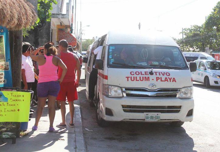 Los transportes trasladan a alrededor de cinco mil personas diariamente. (Foto: Octavio Martínez/SIPSE)