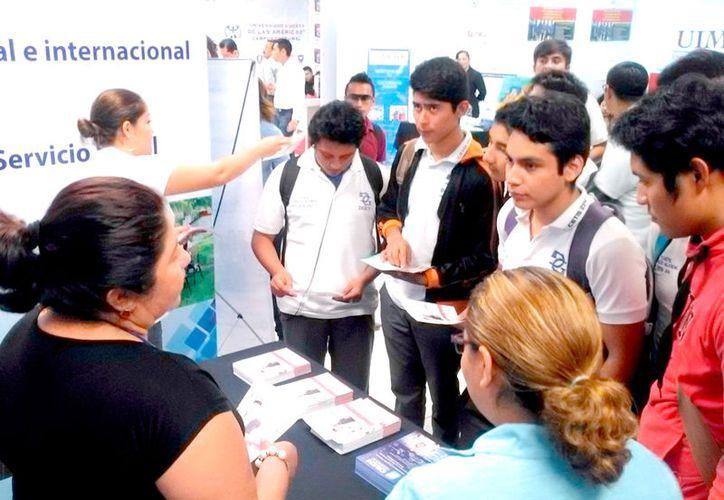 Para evitar que los alumnos abandonen sus estudios, ayer se llevó a cabo la Feria de la Orientación Educativa Nivel Superior 2017.