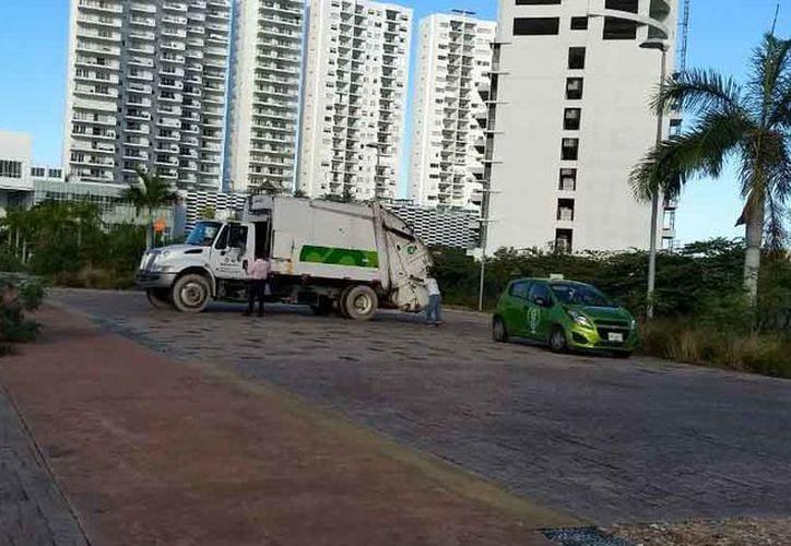 Grupos del área de Limpia Pública participaron en las labores. (Sergio Orozco/SIPSE)