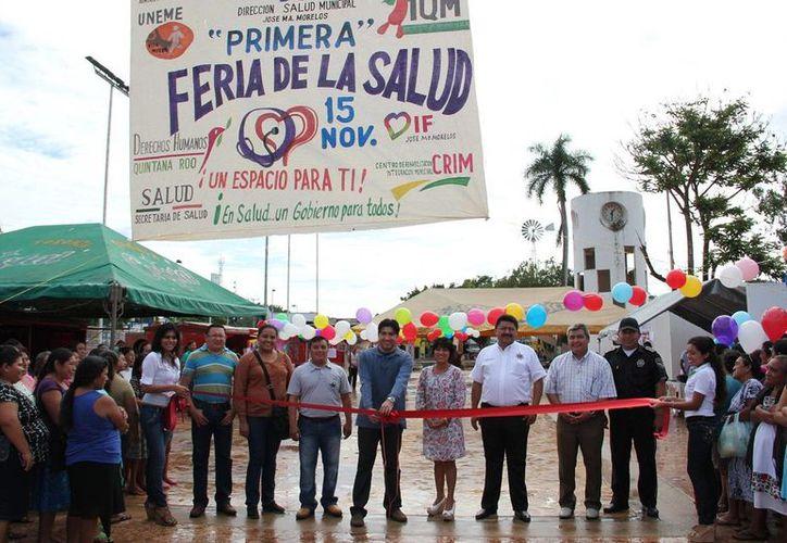 """La mañana de este viernes se realizó el corte del listón inaugural de la primer """"Feria de Salud"""". (Cortesía/SIPSE)"""