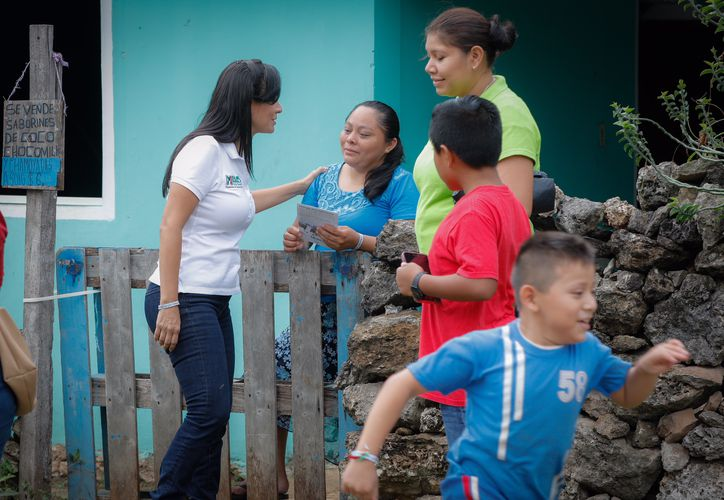 Laura Fernández realiza intensos recorridos por toda la geografía municipal en la búsqueda del respaldo ciudadano. (SIPSE)