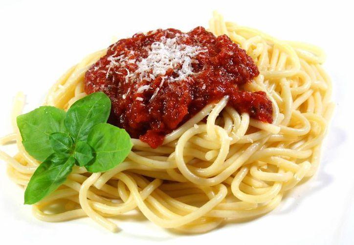 Se recomienda consumir pasta 'al dente', concretamente los espaguetis, con un poco de aceite crudo y verduras. (interflora.co.uk)