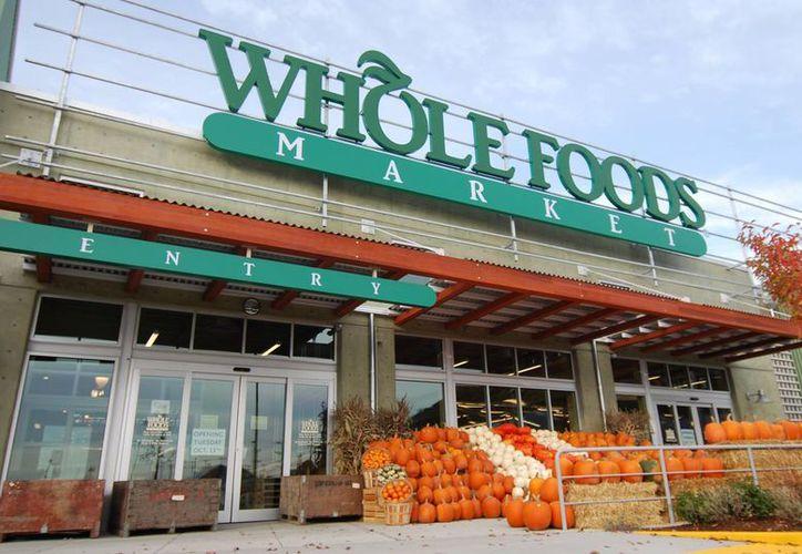 El directivo de mercadeo de Whole Foods Market  dijo que la política de la empresa es por razones de seguridad laboral. (willmarre.com)